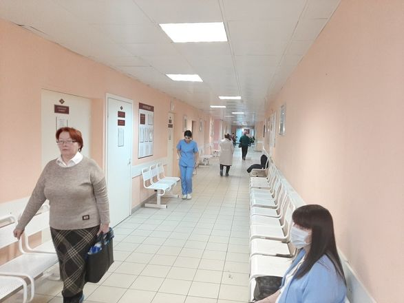 В нижегородской поликлинике больницы № 33 отремонтировали вход и зону приема пациентов - фото 6
