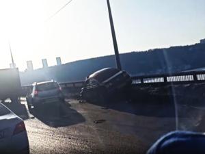 Volkswagen чуть не улетел с Мызинского моста