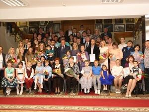 Десять лауреатов премии «Нижегородская семья» получили по 100 тысяч рублей