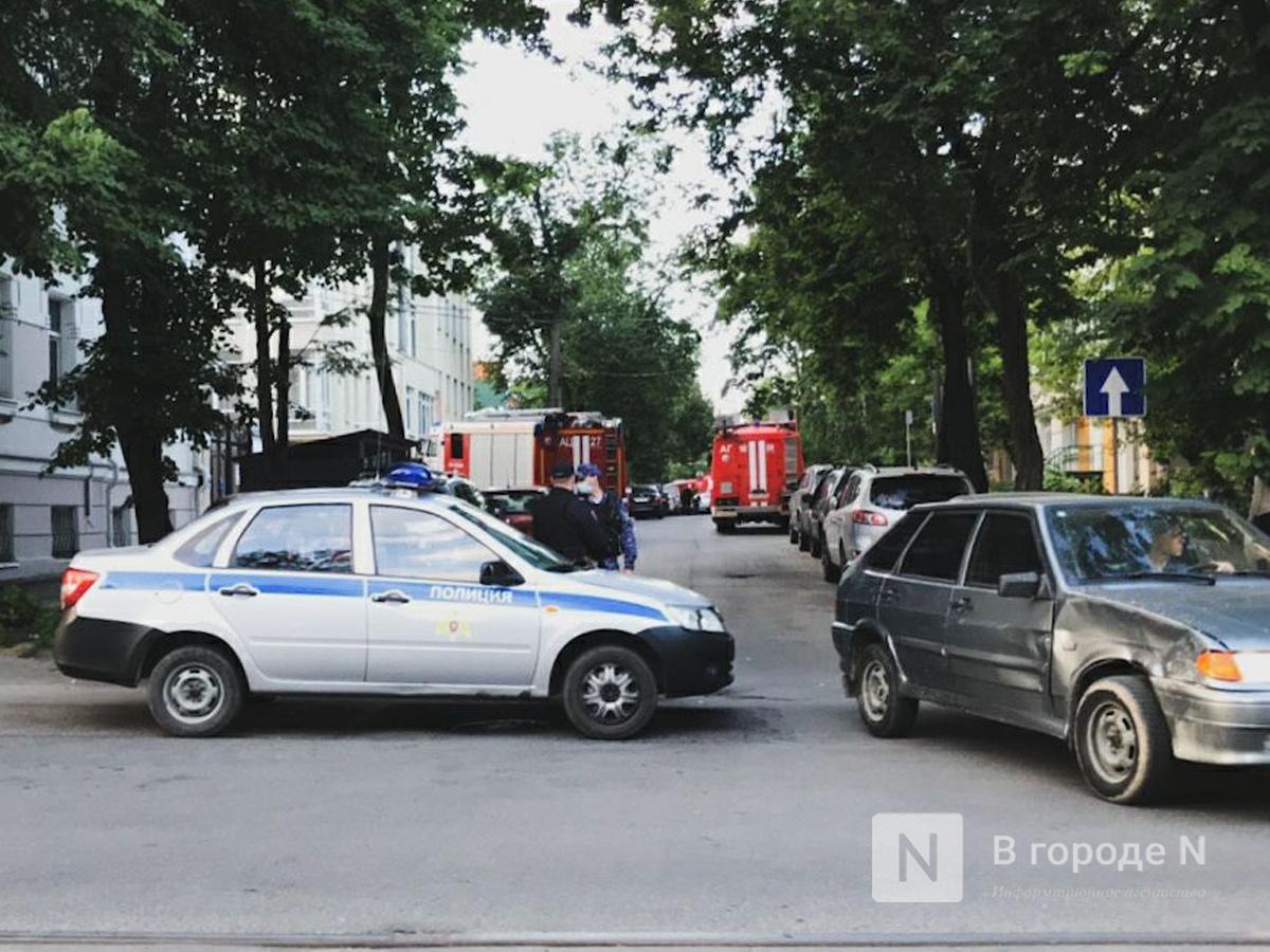 Движение на ряде улиц в Нижнем Новгороде перекрыли из-за пожара в Литературном музее - фото 1