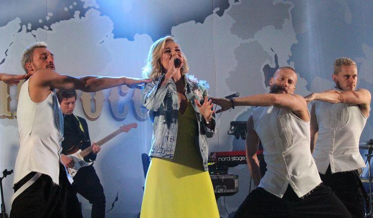 Полина Гагарина спела для нижегородцев в День России - фото 11