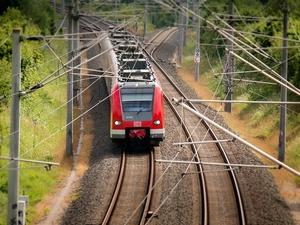 7 способов купить билет на поезд со скидкой по пенсионному удостоверению