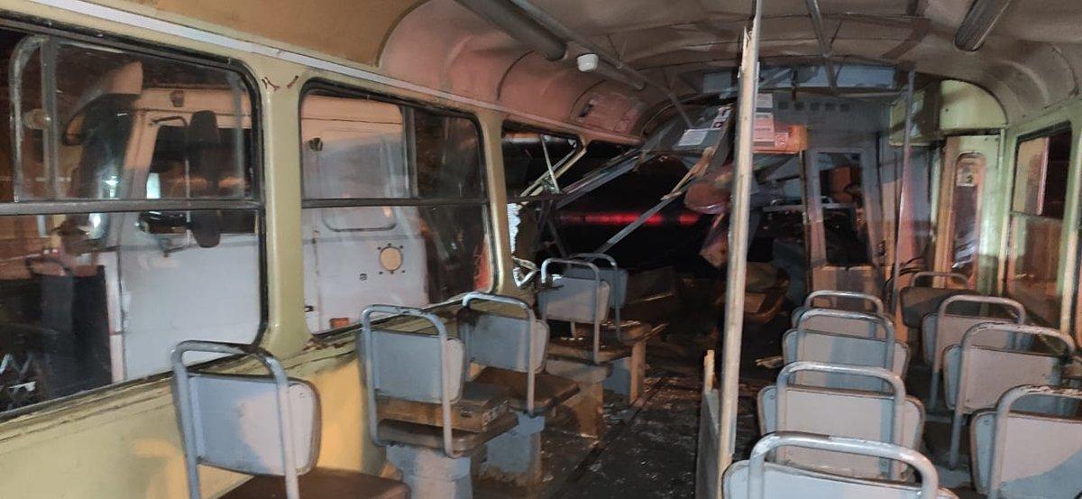 Нижегородцев госпитализировали после столкновения трамвая с грузовиком в Сормове - фото 1