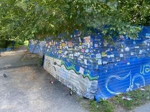 Сквер и детский сад вместо синего забора появятся на улице Трудовой