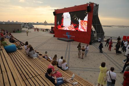 Летний кинотеатр открылся на Нижне-Волжской набережной