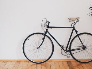5 идей, где хранить велосипед, если у вас крошечная квартира