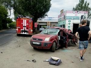 Водитель влетел в дерево в Автозаводском районе
