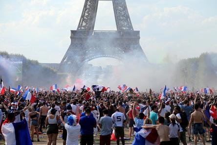 Массовые беспорядки и двое погибших: как французы праздновали победу на ЧМ-2018