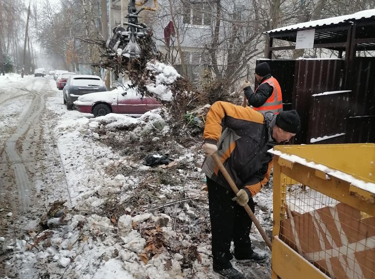 Пять «КамАЗов» отходов вывезли из Приокского района - фото 1