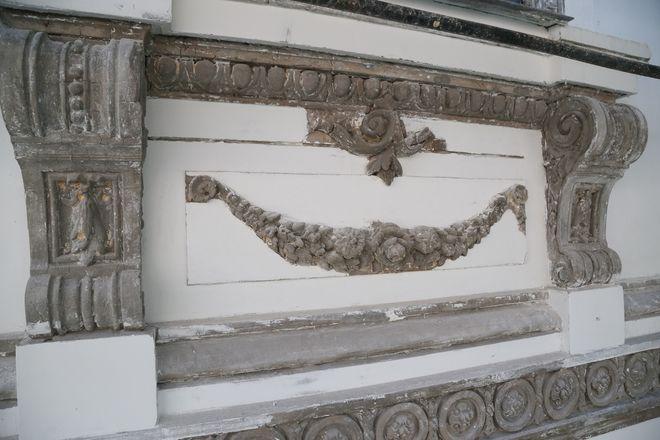 Реставрация фасада Литературного музея близка к завершению - фото 3