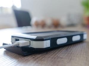 Три ошибки при зарядке смартфона, которые приведут к поломке