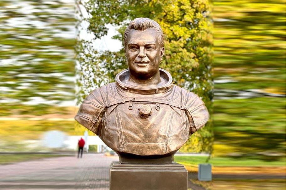 Памятник космонавту Георгию Гречко появился рядом с Нижегородским планетарием - фото 1