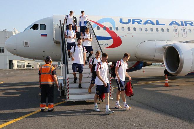 Сборная России по футболу прибыла на матч в Нижний Новгород - фото 3