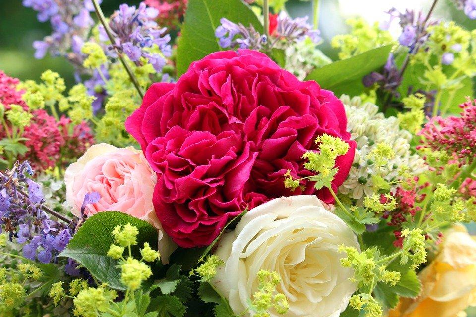 Цветы по случаю: как выбрать букет для женщины или мужчины? - фото 2