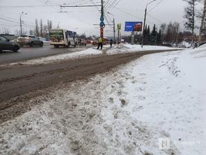 Ночной снегопад сковал движение на улицах Нижнего Новгорода