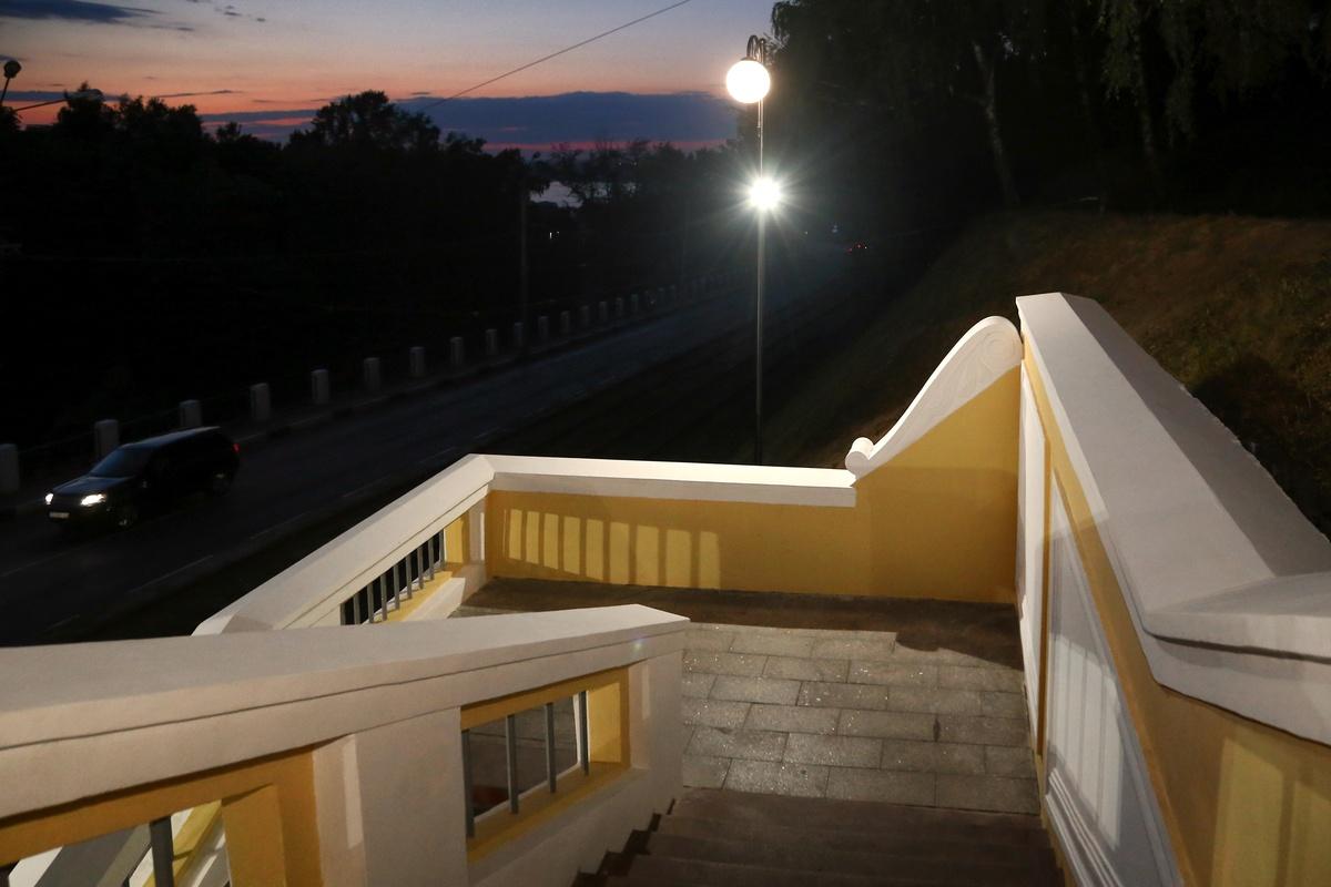 Театральную лестницу оснастили художественной подсветкой - фото 1