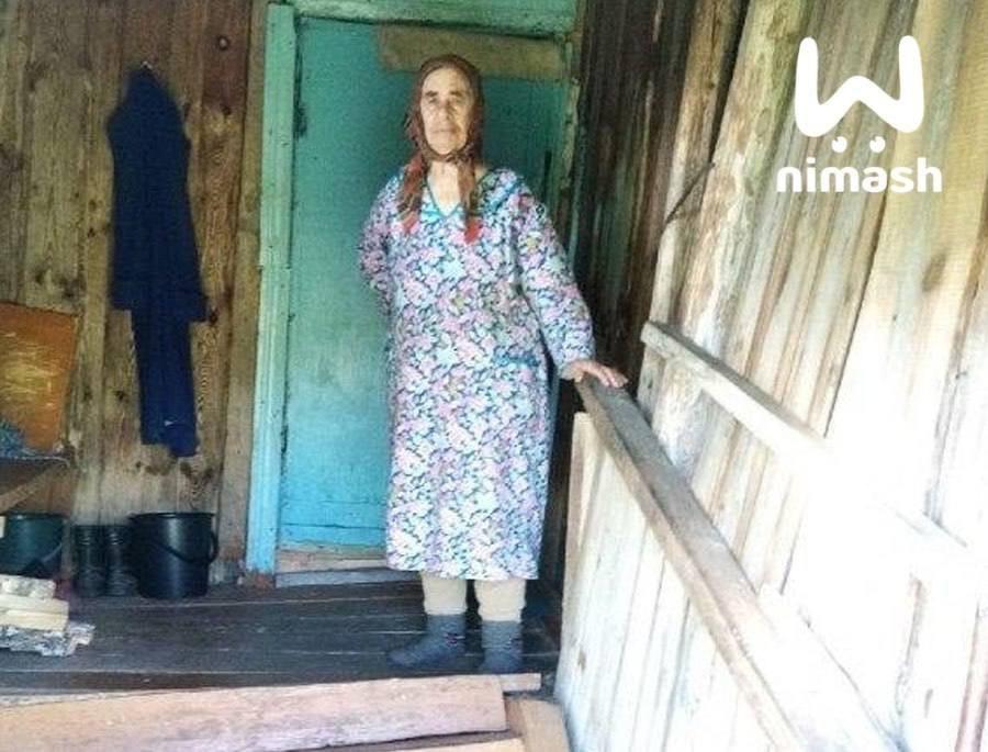 Пенсионерку в Краснобаковском районе выселили из ветхого дома на улицу - фото 1
