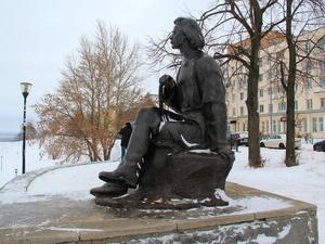 Поврежденный памятник Горькому отремонтирует нижегородская администрация