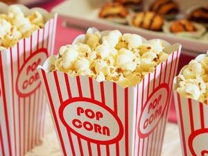 Нижегородцам разрешили есть во время киносеансов и спортивных мероприятий