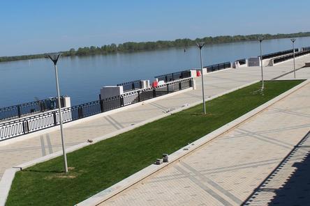 Берлинская стена по-нижегородски: на Нижне-Волжской набережной падет синий забор