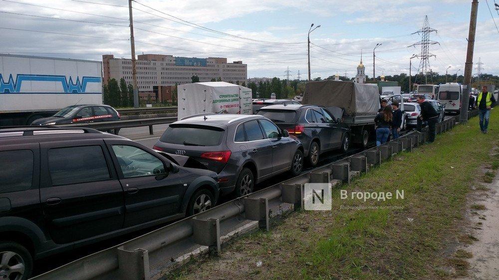 Восемь автомобилей столкнулись на съезде с Мызинского моста в Нижнем Новгороде - фото 2