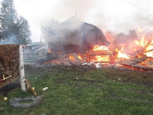 Тело мужчины нашли в горящем доме в Вознесенском районе